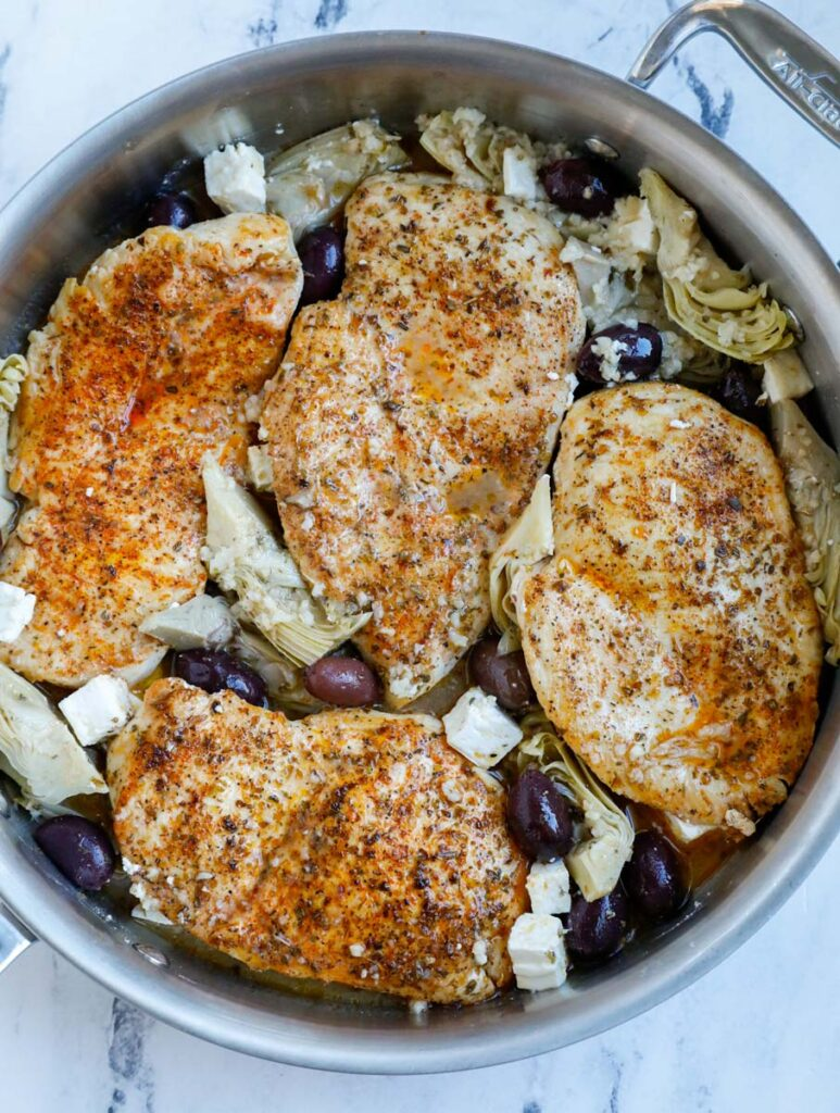 Chicken in a pot with olives.
