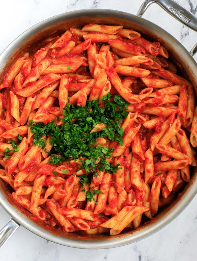 Pasta mixed with pasta sauce.