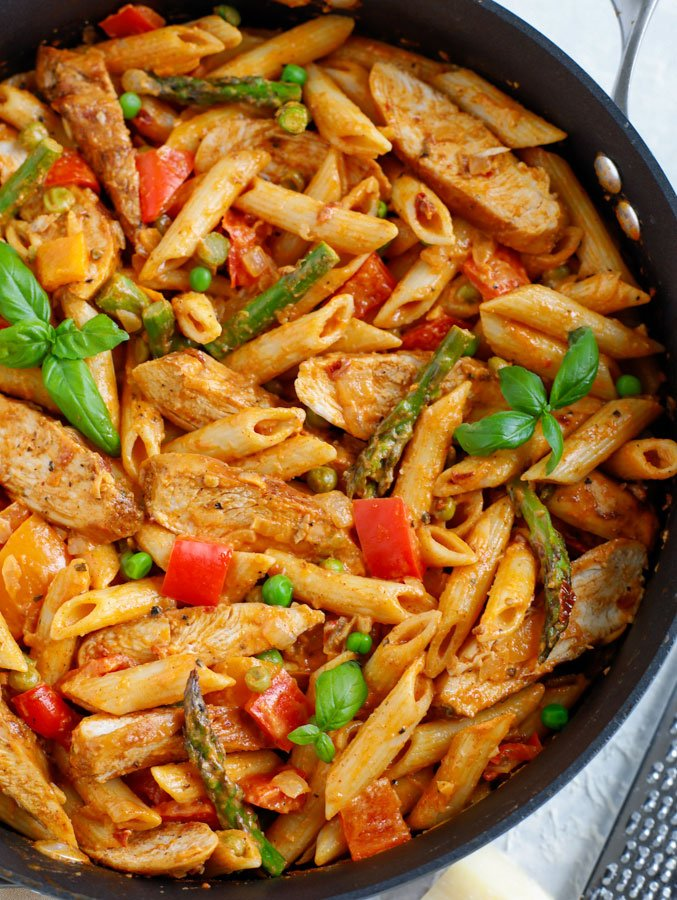 Large skillet of Spicy Chicken Chipotle Pasta.