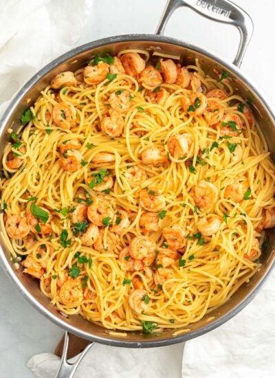 garlic shrimp spaghetti in a pan