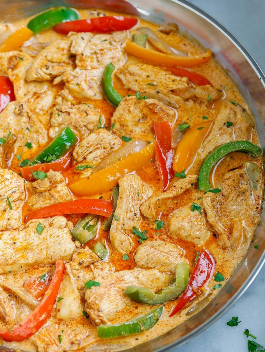 Pan of creamy chicken fajita skillet.